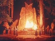 Церемонии похорон заботы в Богемской роще