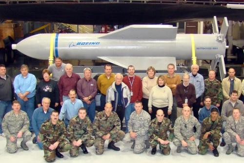 """""""Мать всех бомб"""" - """"великое оружие"""" для использования проти Ирана, сказал шеф военно-воздушных сил США"""