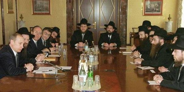 Рав Шаломов, для гоев Путин, дарит главному раввину Берл Лазару хрустальную менору на столетие Короля-Машиаха Менехема Шнеерсона