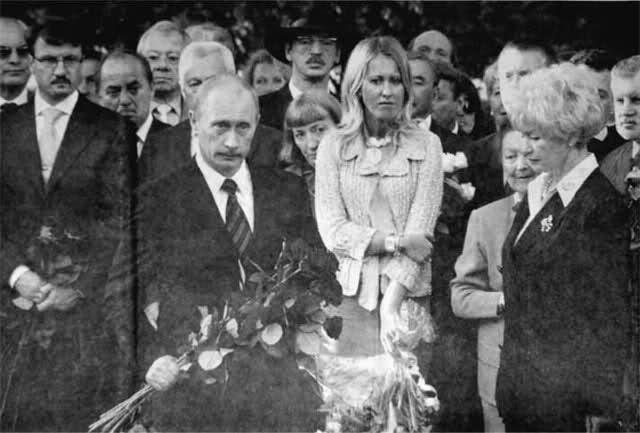 Владимир Путин на похоронах Анатолия Собчака