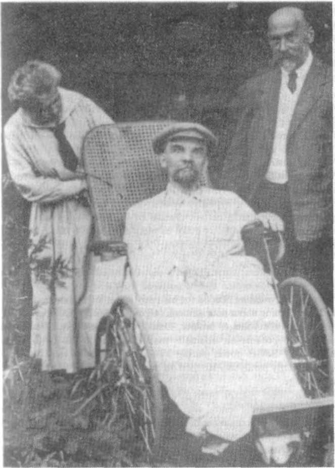 Lenin with his sister Maria and his doctor in August 1923